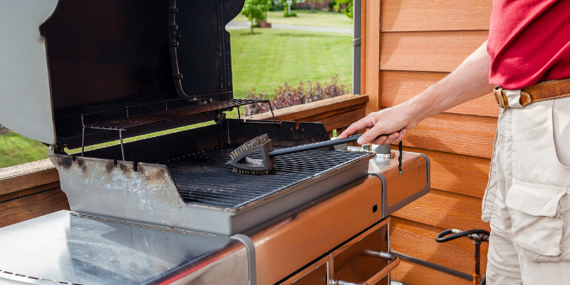 cleaning grill, grill brush, grilling, grilling safety, grilling tips, pet owners, pet safety, grilling safety for dog owners, grilling safety for pet owners, summer grilling, veterinary medicine, emergency vet, Animal Emergency & Referral Center of Minnesota