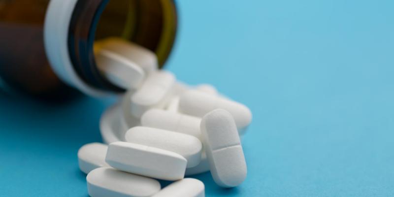pills, pill bottle, cold medicine, pet poisons, pet toxins, flu season, cold season, human medications, toxic to pets, pills, Advil, Alieve, Dayquil, Nyquil, Claritin-D, Tylenol, ibuprofen